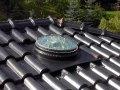 Etalux auf schwarzem Pfannendach.JPG